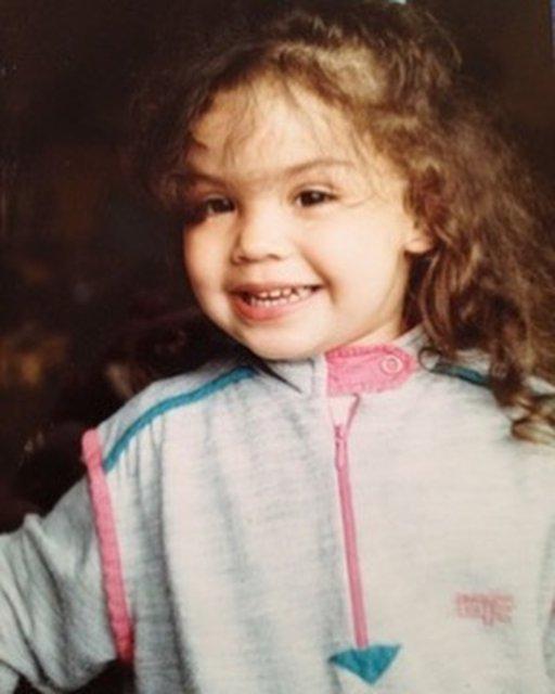 Onu tanıdınız mı? Azra Akın küçüklük fotoğrafını paylaştı - Magazin haberleri
