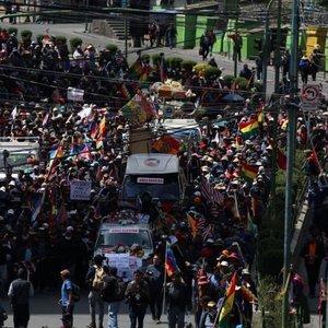 Bolivya'da cenaze yürüyüşüne polis müdahalesi
