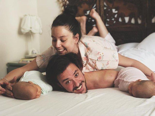 Pelin Akil-Anıl Altan çiftinden mutlu aile pozu - Magazin haberleri