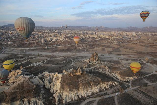 Turistler, Kapadokya'yı gökyüzünden keşfediyor