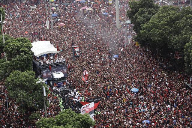 Flamengo'dan 24 saatte iki şampiyonluk!