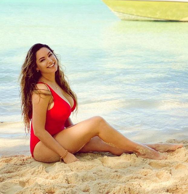 Kelly Brook sahile indi - Magazin haberleri