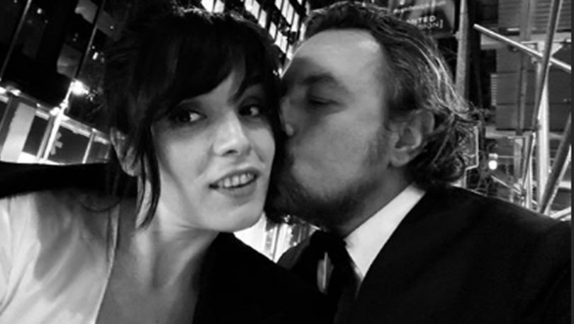 Onur Saylak sevgilisi Gözde Yılmaz'ı öptü - Magazin haberleri