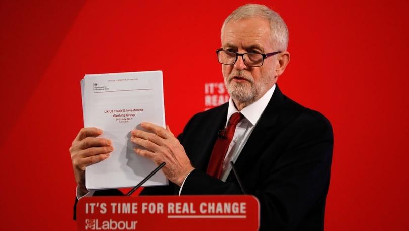İngiltere İşçi Partisi lideri Jeremy Corbyn, Brexit sonrası Sağlık Sistemi'nin ABD'ye satılabileceğini gösteren belgeler paylaştı