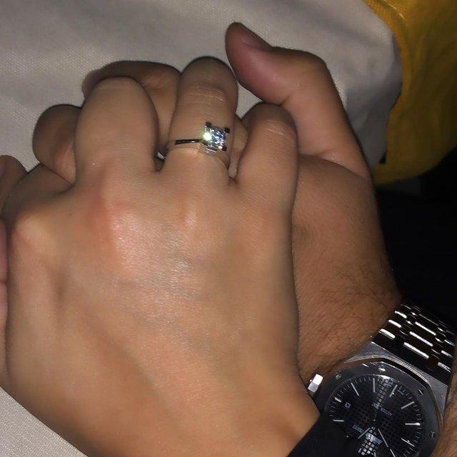 Şarkıcı Merve Özbey ile Kenan Koçak nişanlandı - Magazin haberleri