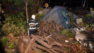 Traktör evin bahçesine devrildi: 1 ölü
