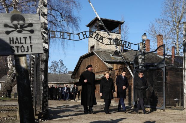 Merkel Auschwitz'de