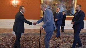 Prag Büyükelçisi Bağış'tan Zeman'a güven mektubu
