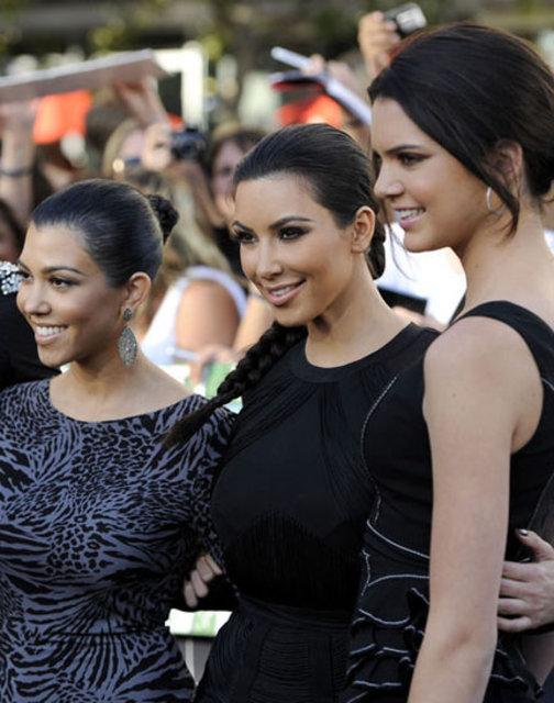 Kourtney Kardashian, Kim Kardashian'a rest çekti - Magazin haberleri