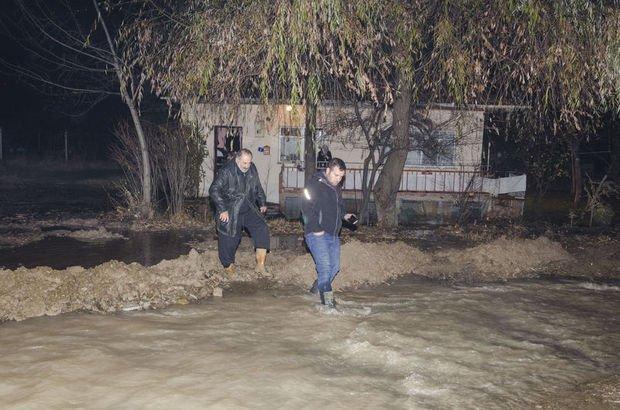 ASKİ su borusu patladı, yolları su bastı