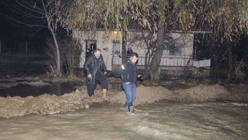 Kahramankazan'da ASKİ su borusu patladı, yolları su bastı