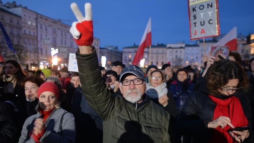 Polonya Yüksek Mahkemesi'nden uyarı: AB'den çıkmamız gerekebilir