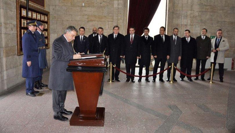 Ahmet Nur Çebi ve yönetimi Anıtkabir'i ziyaret etti