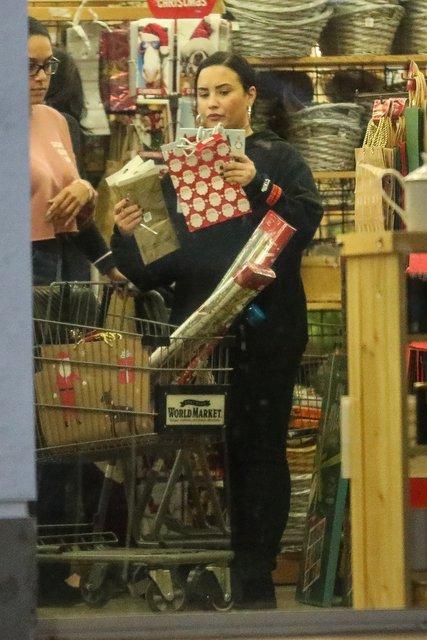 Demi Lovato alışverişe makyajsız çıkınca... - Magazin haberleri
