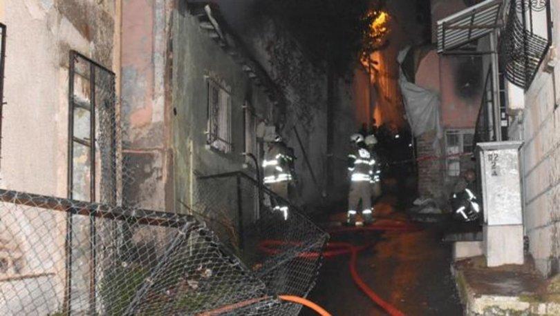 İzmir'de yangın! Evin salonunda yanarak öldü
