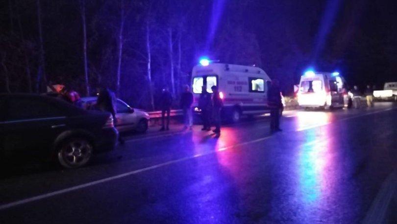 Sakarya'da iki otomobil çarpıştı: 1'i ağır 5 yaralı