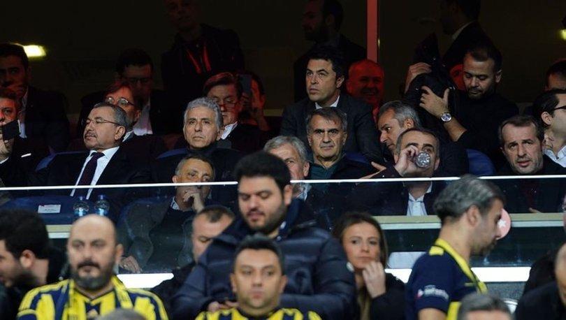 Beşiktaş Başkanı Ahmet Nur Çebi ve Milli Takım Teknik Direktörü Şenol Güneş tribünde