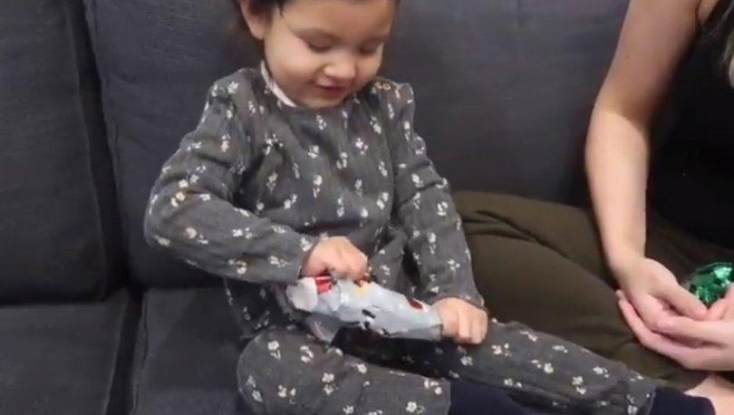 Minik kızın yılbaşı hediyesine verdiği tepki interneti salladı - Haberler