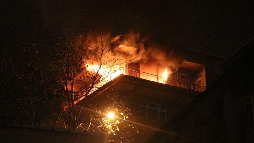 Kadıköy'de 4 katlı binada yangın