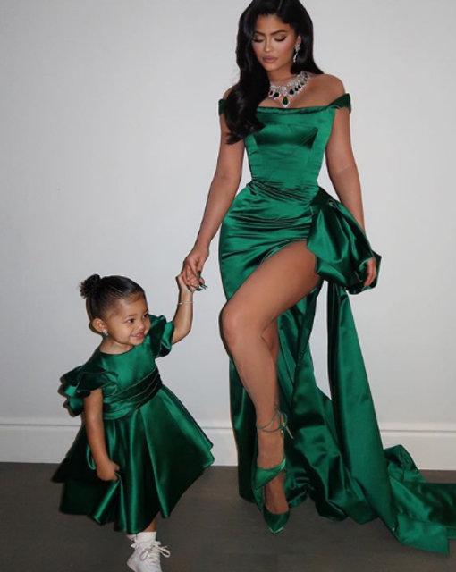 Kylie Jenner kızı Stormi ile ikiz gibi giyiniyor - Magazin haberleri
