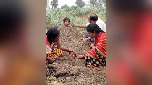 Engelli çocukları toprağa gömüp iyileşmelerini beklediler - Haberler