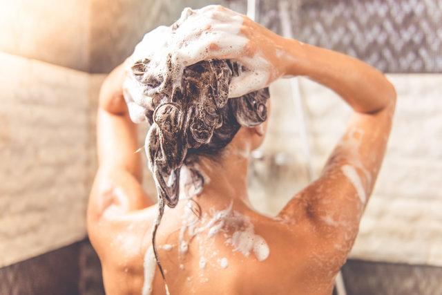 Sıcak su ile duş cilde zarar veriyor