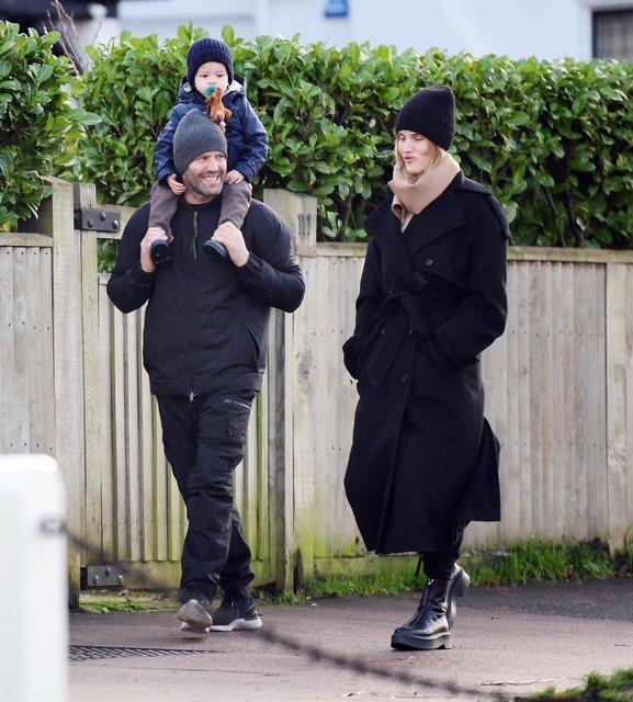 Jason Statham - Rosie Huntington Whiteley çifti oğullarıyla alışverişte