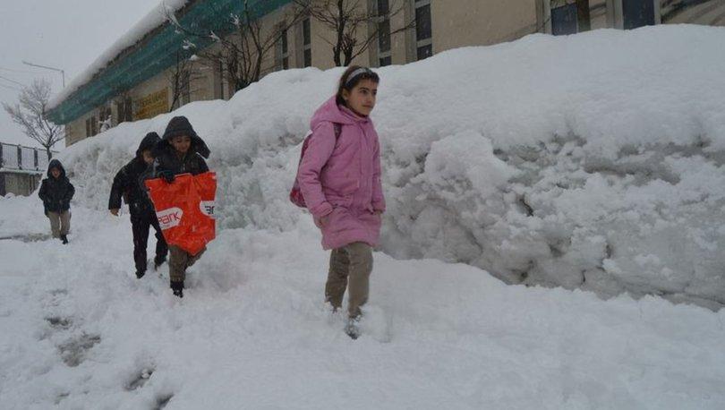 Hakkari ve Yüksekova'da eğitime kar engeli