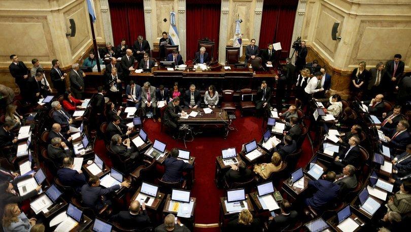 Arjantinli vekiller kriz nedeniyle 180 gün ücretsiz çalışacak