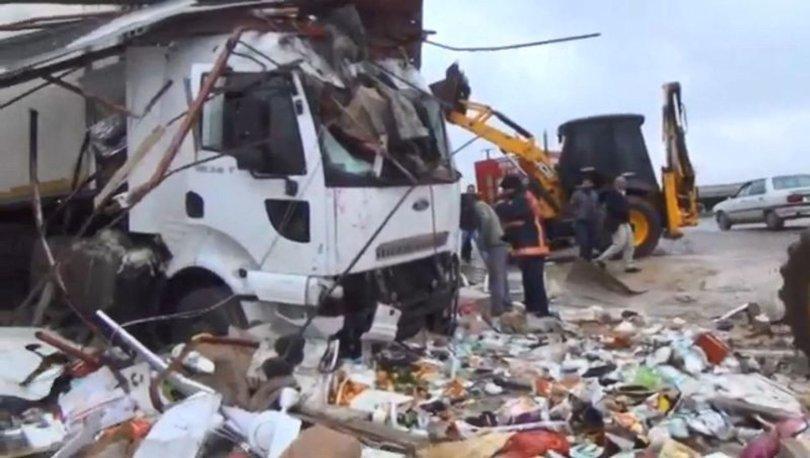 Şanlıurfa'da TIR markete daldı! 4 yaralı