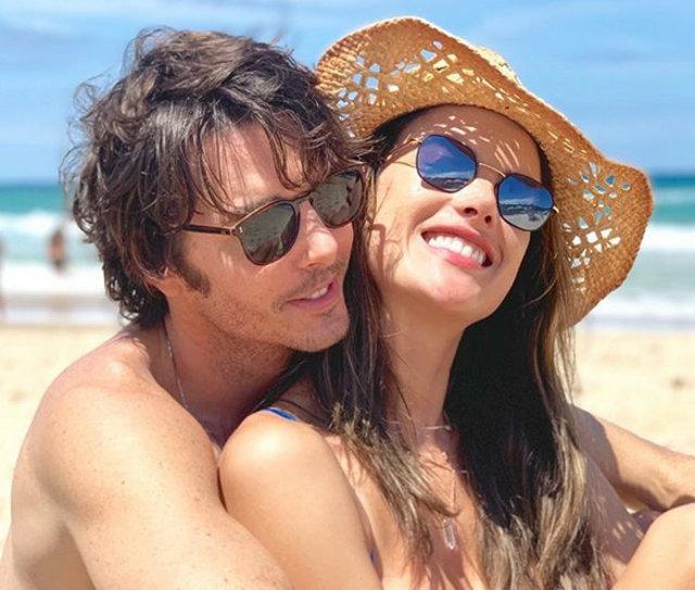 Alessandra Ambrosio çocuklarıyla tatilde - Magazin haberleri