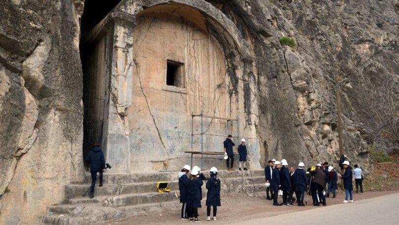 Aynalı Kaya Mezarı restorasyonla geleceğe aktarılacak