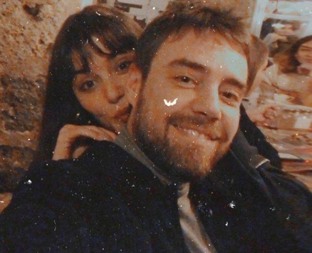 Hande Erçel ile Murat Dalkılıç'tan aşk pozu - Magazin haberleri
