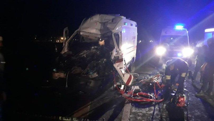 Erzurum'da ambulans TIR'a çarptı! 3 sağlıkçı yaralandı