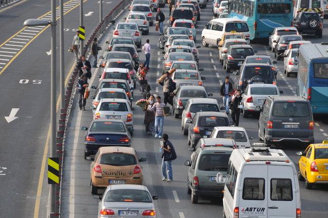 İstanbul'un trafiği en çok onlara yarıyor, gelirleri 6 bin liraya ...