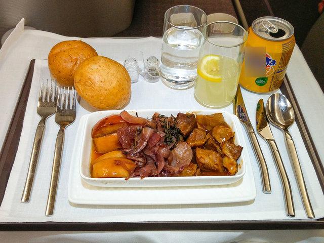 Farklı havayolu şirketlerinin uçak yemekleri!