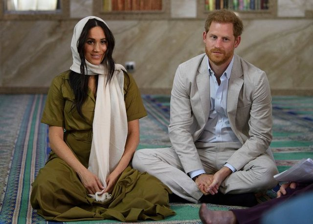 Prens Harry ve Meghan Markle Kraliyet üyeliğinden çekildi! Kraliyet ailesinde deprem