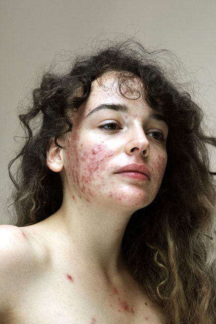 Bu fotoğrafçı kadınların gerçek yüzlerini takdir etmeye davet ediyor!