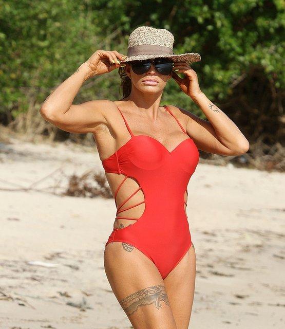Katie Price'ın Tayland tatili - Magazin haberleri