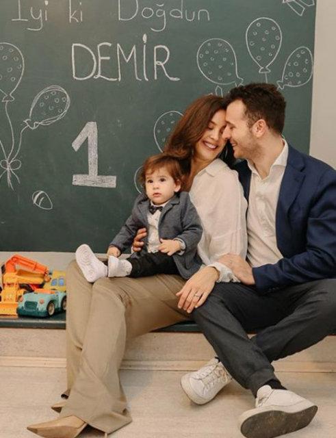 Azra Akın: Çok şanslı bir anneyim - Magazin haberleri