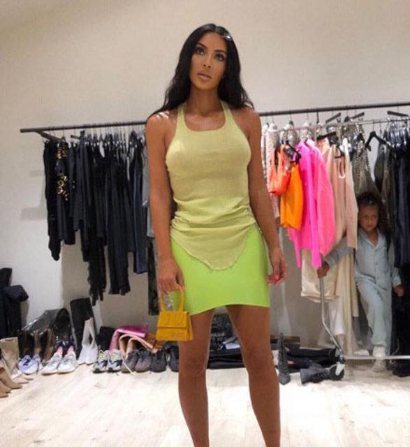 Kim Kardashian'dan pembe bikinili poz - Magazin haberleri