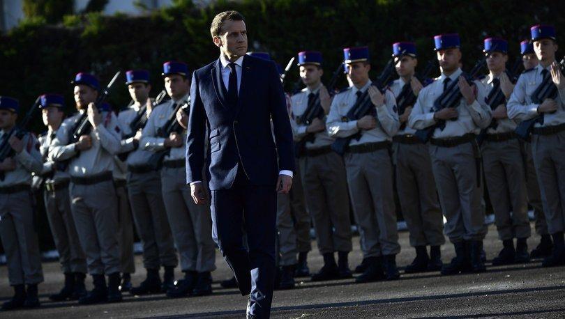 Göstericiler Macron'un içinde bulunduğu binanın etrafını sardı