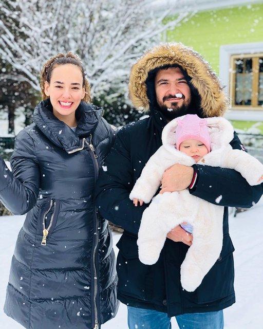 Seda Bakan'dan eşi Ali Erel ve kızı Leyla ile kar pozu - Magazin haberleri