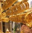 Altın fiyatları ne kadar? sorusu 19 Ocak Pazar günü altın fiyatları yatırımcılar tarafından merakla takip ediliyor. Güncel piyasalarda altın fiyatlarındaki yükseliş devam ederken gram altının fiyatı 294,94 liradan, çeyrek altın ise 481,44 liradan işlem görüyor. Peki, cumhuriyet altını fiyatı ne kadar? İşte, 19 Ocak güncel altın fiyatları...