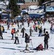 """Sömestir döneminde, kayak merkezleri yüzde 100 dolulukla öne çıkıyor.Sömestir döneminde turizm bölgelerine olan talebe ilişkin değerlendirmede bulunan Türkiye Seyahat Acentaları Birliği (TÜRSAB) Başkanı Firuz Bağlıkaya, """"Kayak turizminde 4 kişilik bir aile için sömestr döneminde 3 gece 4 günlük paket tur fiyatı yaklaşık 3 bin TL"""
