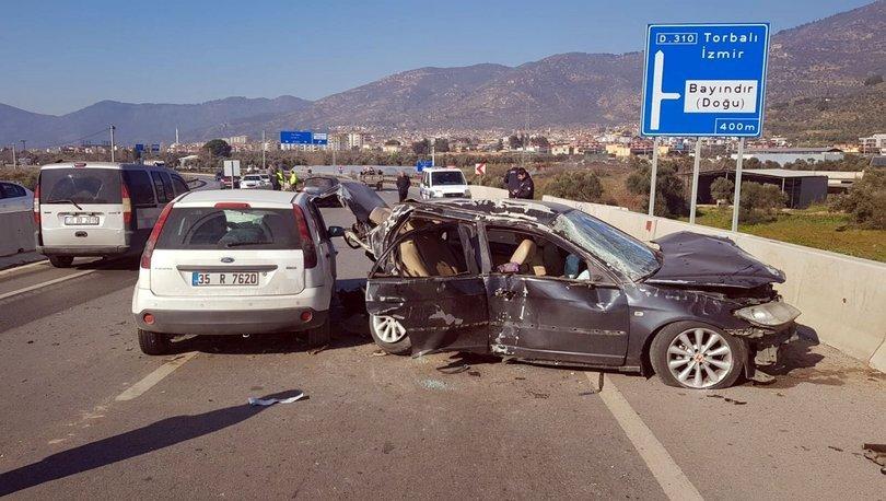 İzmir'de otomobiller çarpıştı: 8 yaralı