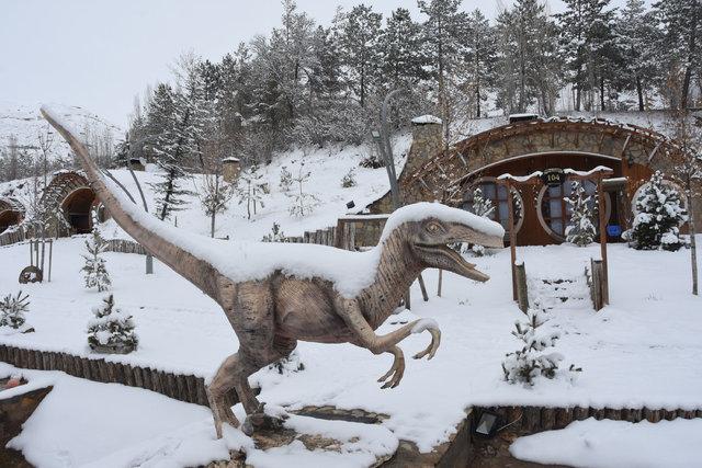 Sivas'ta 'Hobbit Evleri'nde kış manzarası