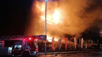 Kocaeli'de AVM yangını!