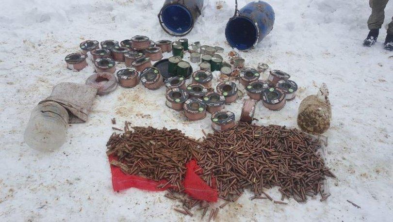 Bitlis'te teröristlere ait mühimmat ve gıda malzemesi bulundu