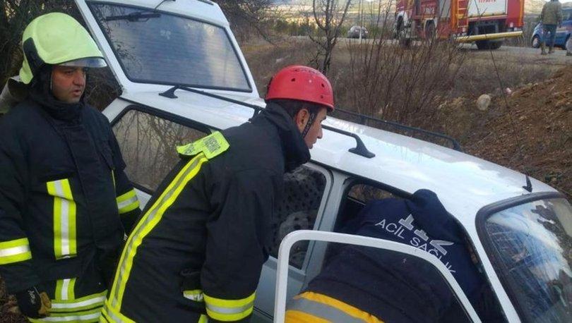 Denizli'de otomobil şarampole devrildi: 2 yaralı